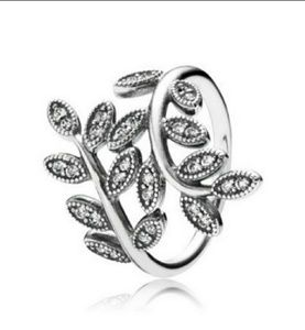 Pandora sparkling leaves ring - retired